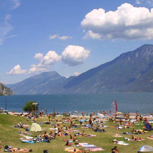 La spiaggia di Campione sul Garda